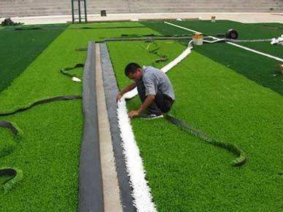 草坪石英砂施工